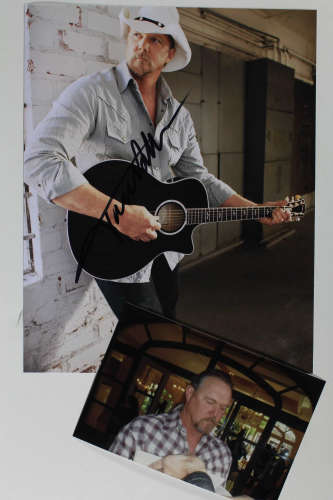 Trace Adkins Fantastic Autographed Photo!