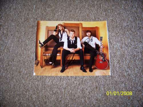 Lady Antebellum Awesome Autographed 11x14 Photo - Nice!